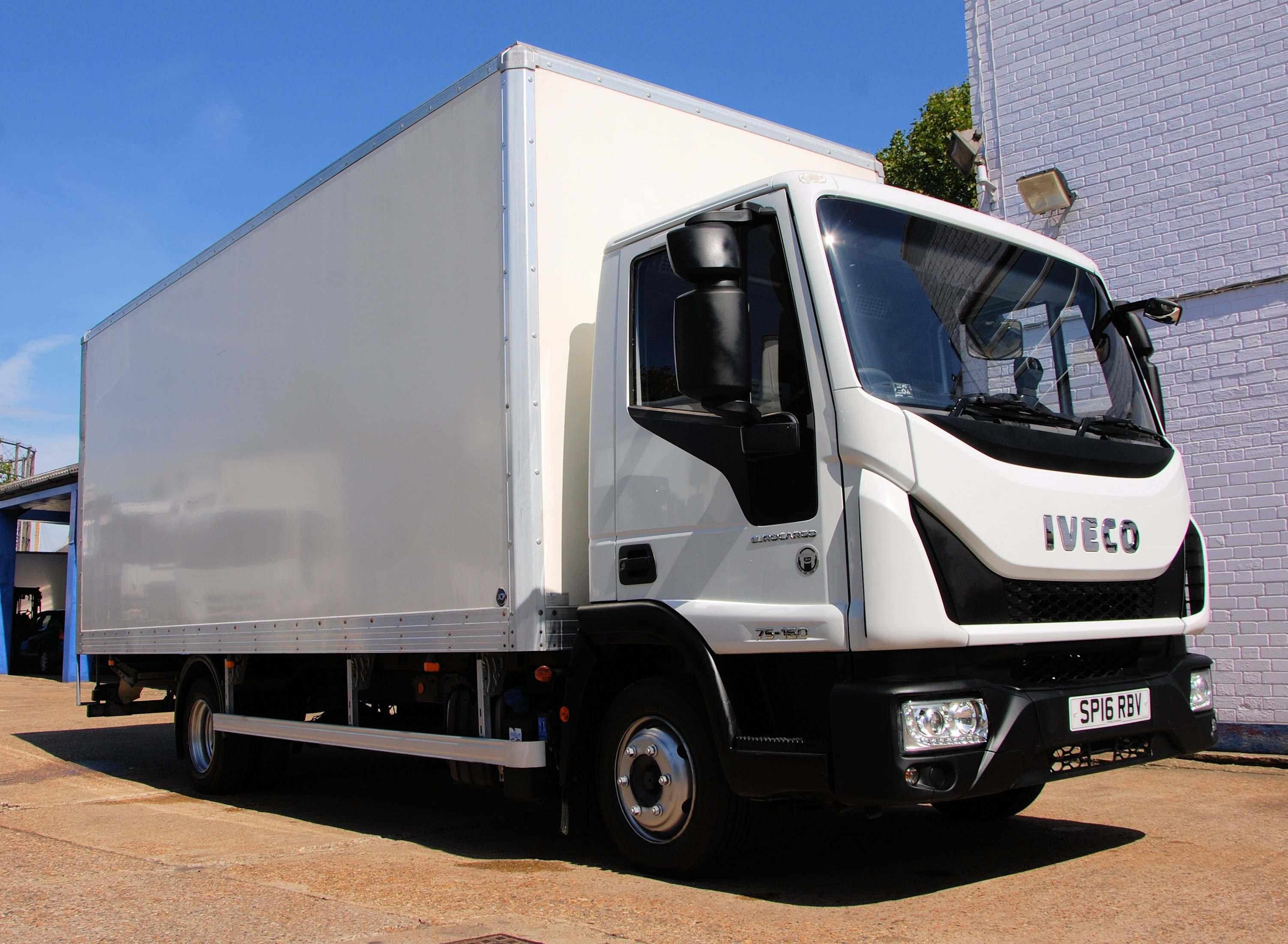 IVECO 75E16 - 2016 (16) EURO 6 - 7 5 ton Box T/lift - Chris